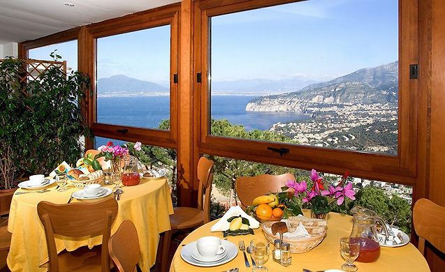 http://residence-le-terrazze.topsorrentohotels.com/data/Photos/Big3/899/89934/89934275.JPEG